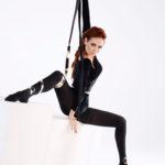 Гимнастка на танцполе