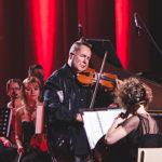 «Манера исполнения серьезной музыки совсем не обязательно должна быть торжественной и депрессивной».Найджел Кеннеди